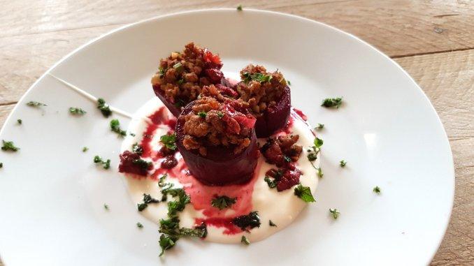 Rode biet gevuld met lamsgehakt uit The Palomar kookboek