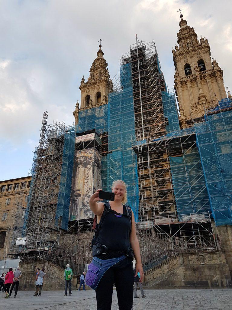 Voor de kathedraal in Santiago de Compostela na Camino
