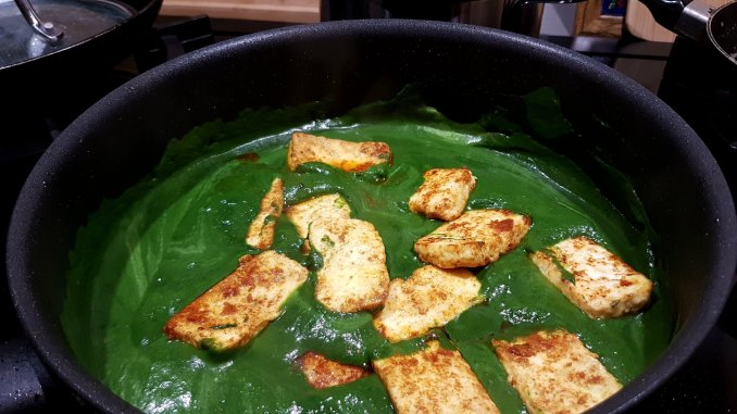 Saag paneer in de pan
