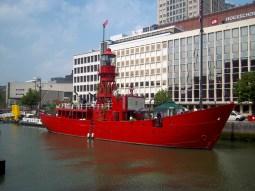 Das zum Restaurant umfunktionierte Feuerwehrschiff
