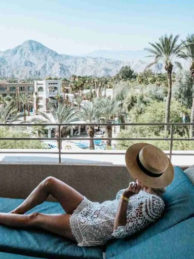 balcony lounge for a luxurious weekend in Palm Springs