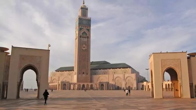 Hassan II Moschee in Casablanca mit Vorplatz