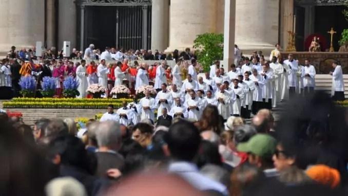 Ostern im Vatikan - Altar