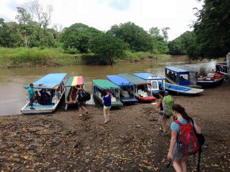 We opted to go by boat as it was considerably cheaper. Boats at La Pavona dock