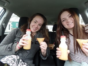 Fresh Orange juice and Samosas