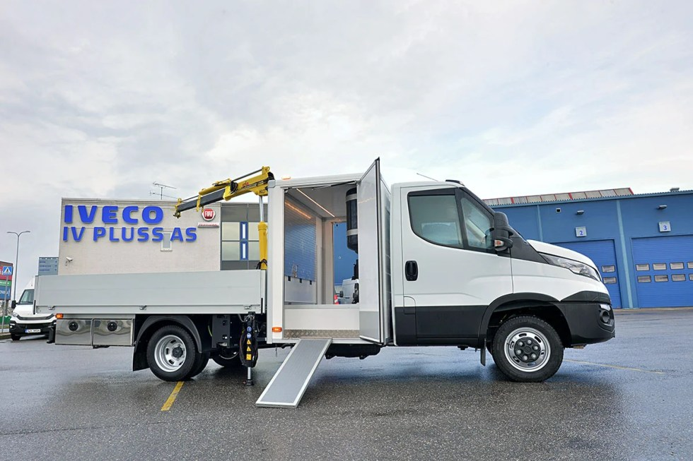 Top-quality service truck for the tire company Superdekk