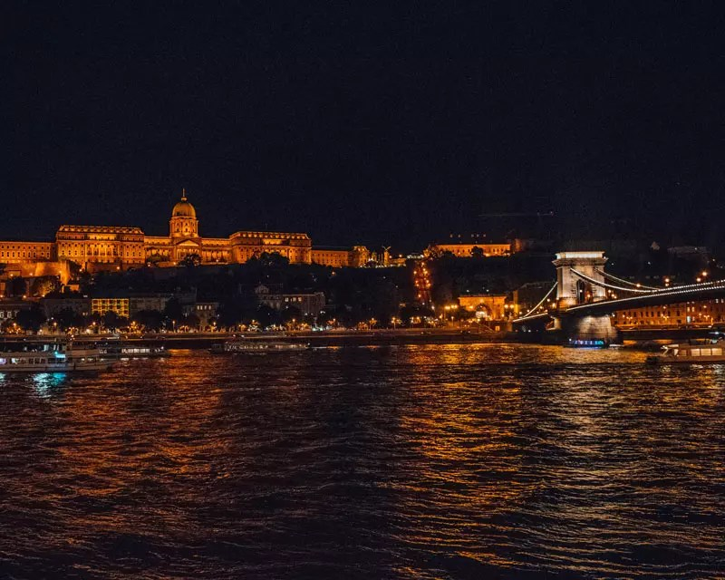 Would Be Traveller - Budapest By Night