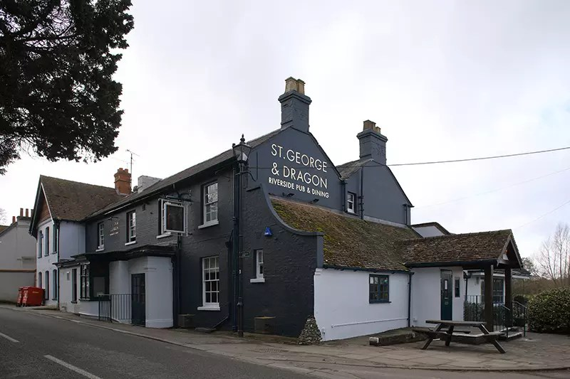 Would Be Traveller St George Dragon Wargrave Exterior