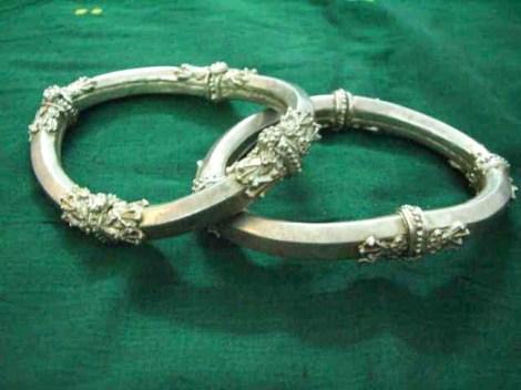 Stiff Payals - similar pieces in Gold seen at the Ch. Shivaji Museum in Mumbai