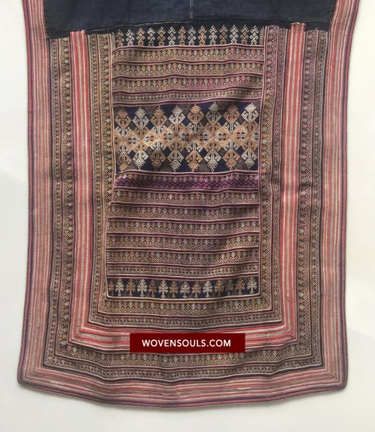 VINTAGE YAO HILLTRIBE TUNIC ROBE WITH EMBROIDERY