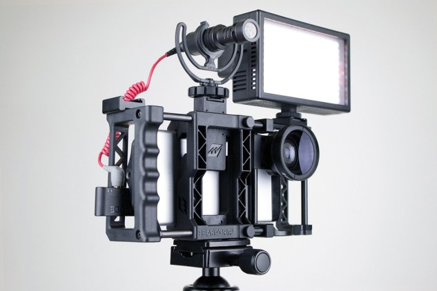 beastgrip-pro-camera-phone-lens-mount-01-1200x800