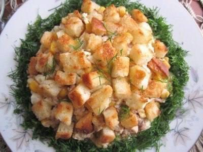 Салат из печени трески с гренками рецепт 👌 с фото ...