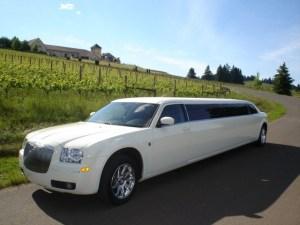 CT Chrysler 300 limousine picture