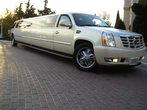 CT Cadillac Escalade in Pearl photo
