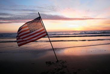 flag_beach_image