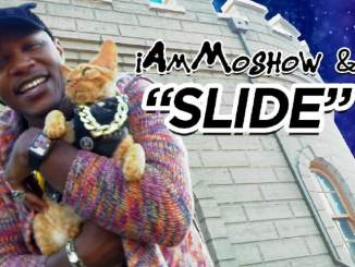 iAmMoshow posing with cat