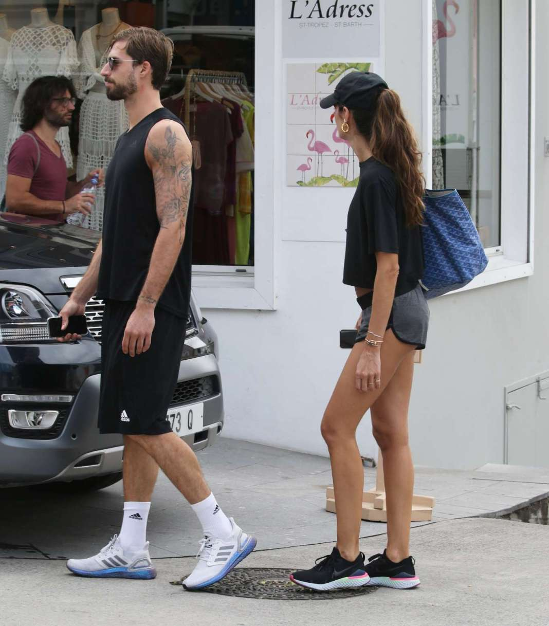Izabel Goulart – Wearing tight shorts while shopping in St Barth