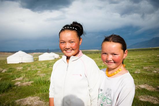 Aisholpan e sua sorella Saigluk