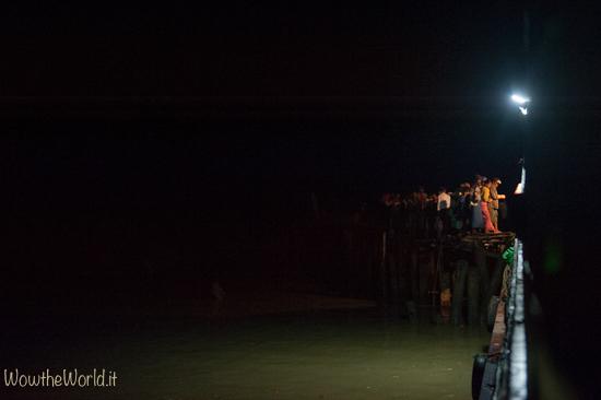 Navigare sul fiume Irrawaddy, in Birmania, significa viaggiare spesso di notte   Photo © Giorgiana Scianca, Wowtheworld