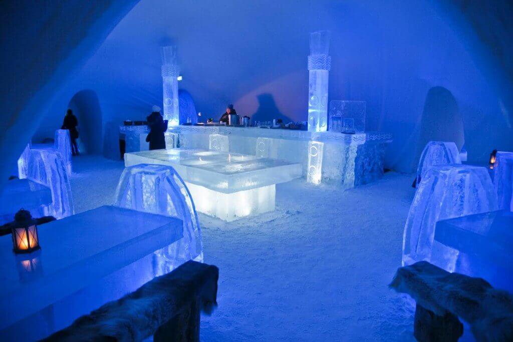 12. De Glase Ice Hotel (Québec, Canada) - Bar