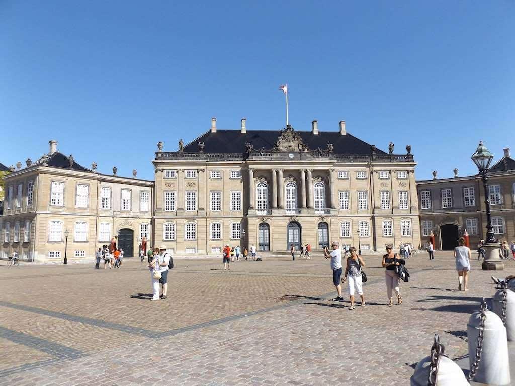 Amalienborg Palace, Copenhagen - by Doug Kerr - Dougtone:Flickr