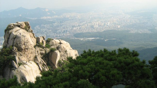Bukhansan Mountain, Seoul - by Col Ford and Natasha de Vere:Flickr