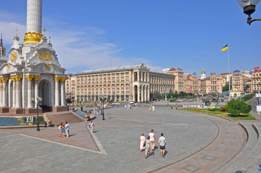 Independence Square, Kiev - by Jennifer Boyer - Anosmia:Flickr