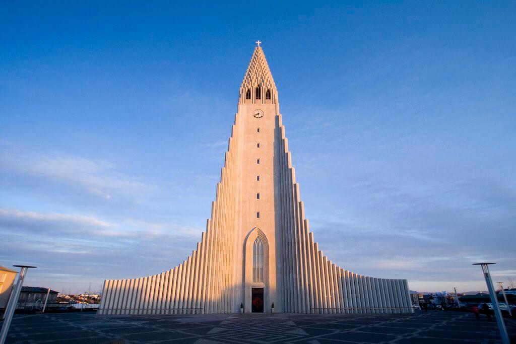 Hallgrimskirkja, Iceland - by Ben Husmann /Flickr