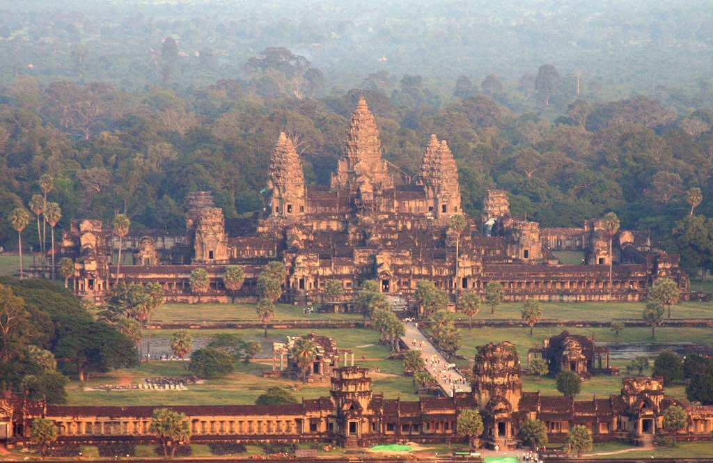 Angkor Wat, Cambodia - by Christian Junker   Photography:Flickr