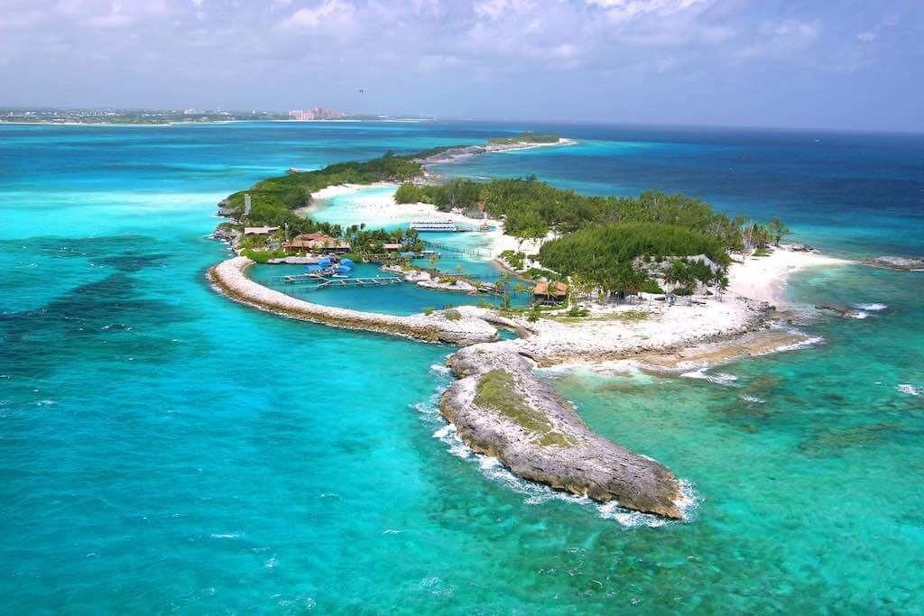 Blue Lagoon Island, The Bahamas - by Dolphins:Wikimedia