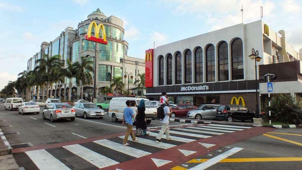 Gadong Town, Brunei - by amirahwaznahku.blogspot.com