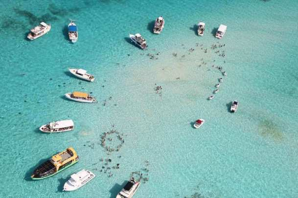 Stingray City, Cayman Islands - by KatieThebeau:Flickr