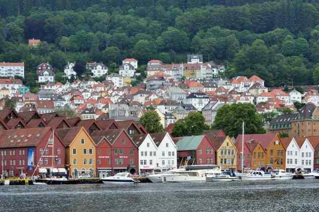 Bryggen, Bergen - by ERIC SALARD - airlines470:Flickr