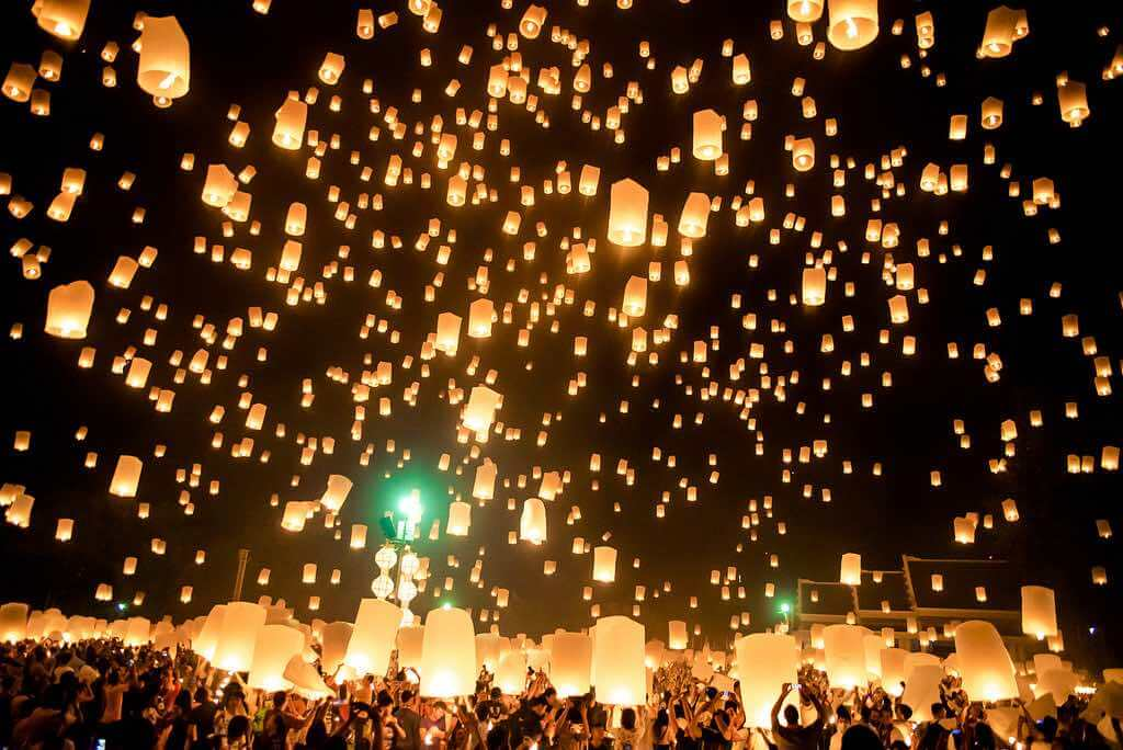 Yi Peng Lights Festival, Chiang Mai - by Carlos Adampol Galindo:Flickr