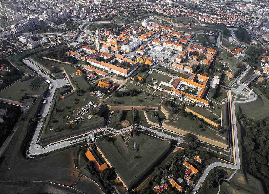 Cetatea, Alba_Iulia, Romania -by Kiki Vasilescu:Wikimedia