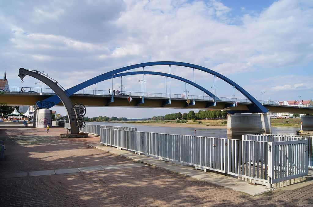 Frankfurt (Oder)- Slubice Bridge, (Germany-Poland) -by Sebastian/Wallroth Wikimedia.com