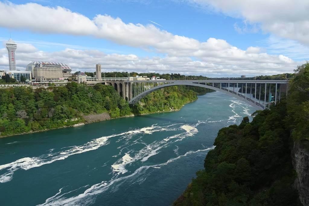 Rainbow Bridge, (United States-Canada) -by sarangib/Pixabay.com