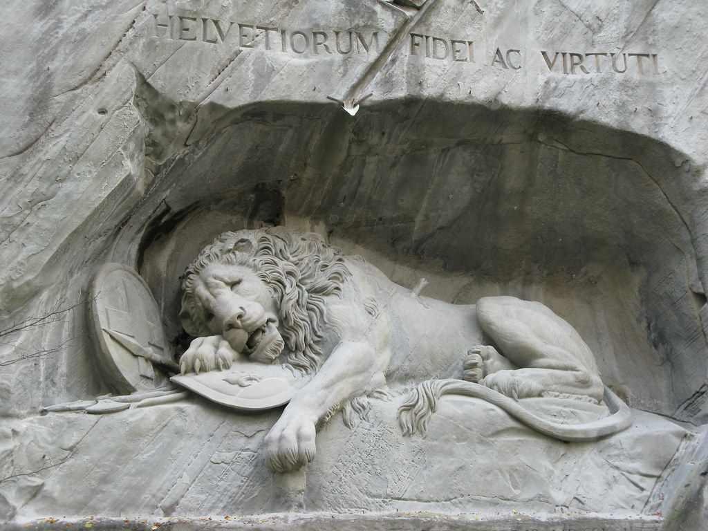 Lion Monument -by glenn5108/Flickr.com