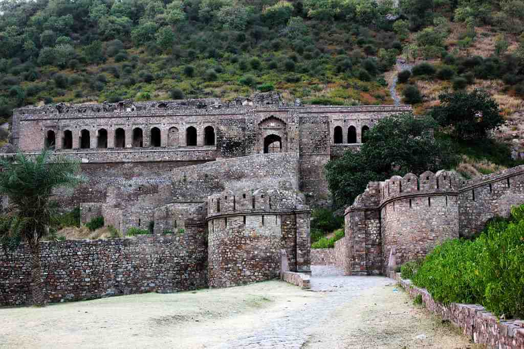 Bhangarh Fort, India -by A frequent Traveller/Flickr.com