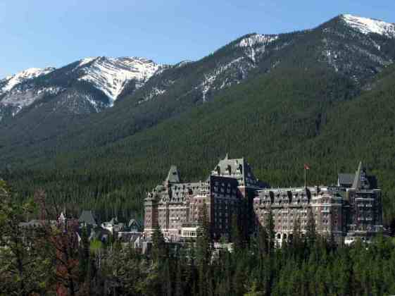 Fairmont Banff Springs Hotel/ Canada -by Janusz Sliwinski/Flickr.com
