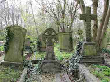 Highgate Cemetery, London -by Lorena a.ka. Loretahur/Flickr.com