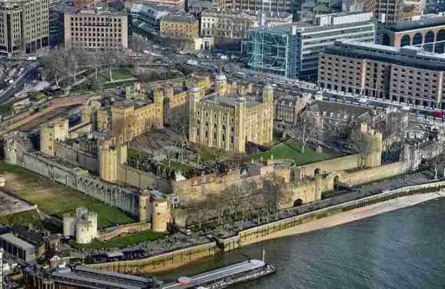 Tower of London, England -by Duncan/Wikimedia.org