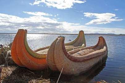 Floating Islands of Uros -by michelelianza/Pixabay.com