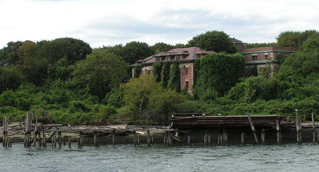 North Brother Island -by reivax/Flickr.com