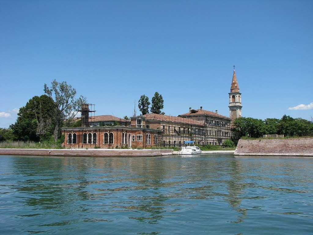 Poveglia, Italy -by Chris 73/Wikimedia.org