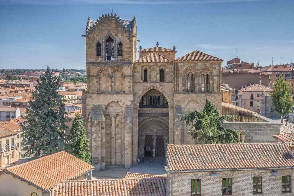 Basilica de San Vicente -by Graeme Churchard/Flickr.com