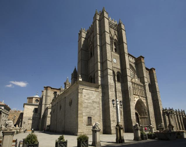Cathedral of San Salvador -by PMRMaeyaert/Wikimedia.org