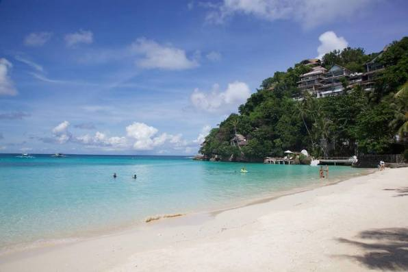 Diniwid Beach -by Maxime Guilbot/Flickr.com
