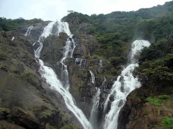 Dudhsagar Falls -by sarangi/Pixabay.com