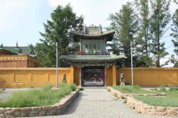 Gandan Khiid Monastery -by Gary Todd/Flickr.com